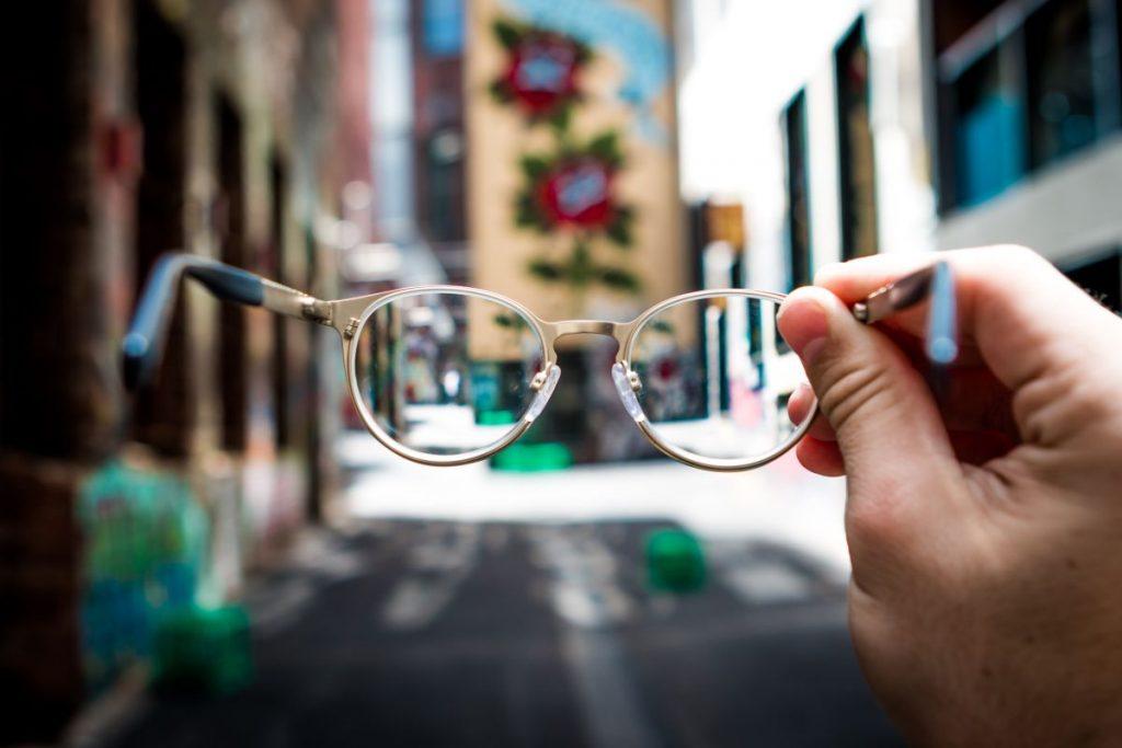 Blick durch Brille